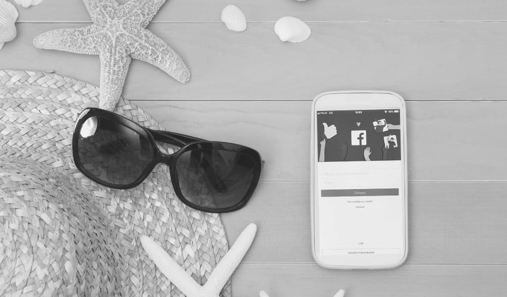 communication estivale, réseaux sociaux, plage, facebook